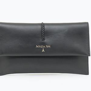 patrizia pepe-pochette-noir-cuir